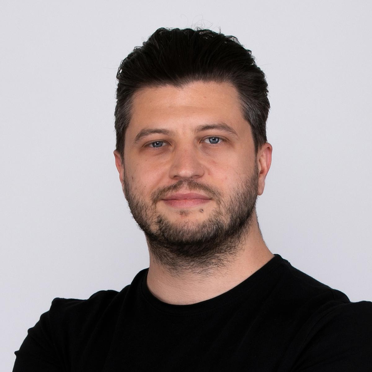 Kontakt-Adam-Przadka